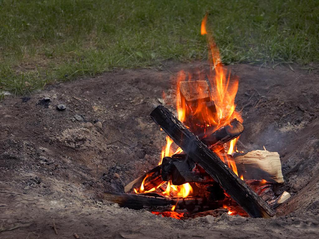 File:Camp Fire 001.jpg